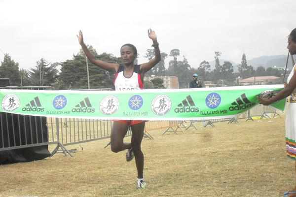 Meseret Tolwak wins the senior women's race at the Ethiopian Clubs Cross Country Championships (Elshadai Negash)