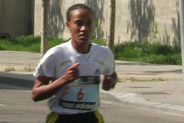 Desta Girma Tadesse on the way to the 2010 Madrid Marathon title (Mareas)