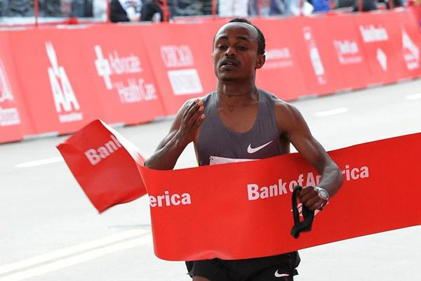 2:04:38 course record for Tsegaye Kebede in Chicago (Getty Images)