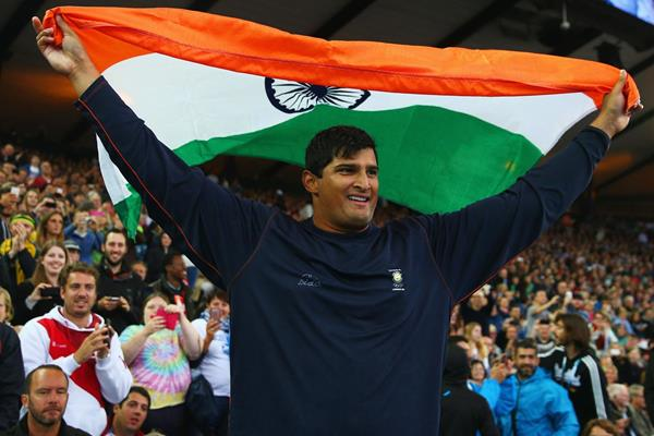 India's Vikas Gowda celebrates his victory in the discus (Getty Images)