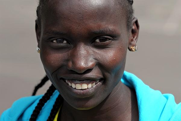 Vivian Cheruiyot meet the press in London (Mark Shearman )