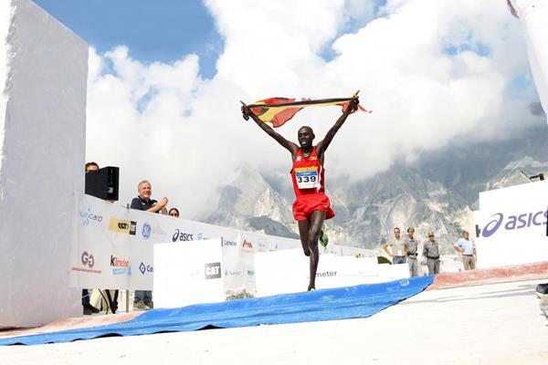 Phillip Kipyeko winning at the 2014 WMRA World Mountain Running Championships (Giancarlo Colombo / organisers)