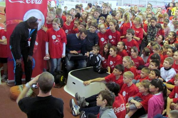 Wilson Kipeter with a rapt audience at his kids' masterclass in Kazan (Moscow 2013 LOC)