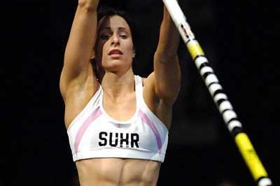 Jennifer Stuczynski prepares to vault in Reno, she won with 4.55m (Kirby Lee)