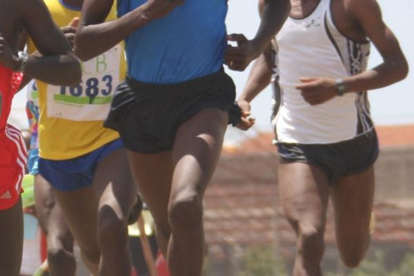 Abraham Chirchir (in blue, second from right) on his way to winning the men's 12km race at the 2009 Nairobi Provincial Cross Country Championships. (Freelance)