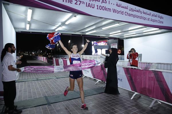 Ellie Greenwood wins at the 2014 IAU 100km World Championships (Aspire)