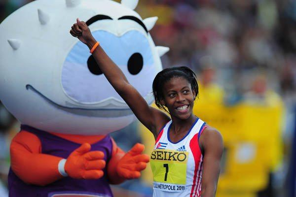 Yusleidys Mendieta of Cuba celebrates winning the Girls' Heptathlon in Lille (Getty Images)