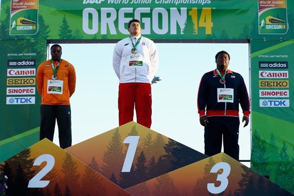 Shot put champion Konrad Bukowiecki on the podium at the IAAF World Junior Championships, Oregon 2014 (Getty Images)