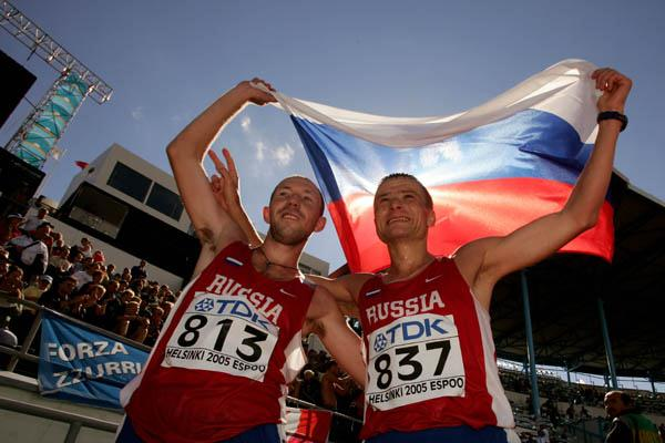 Russia's Kirdyapkin and Voyevodin celebrate winning gold and silver in the 50km race walk (Getty Images)