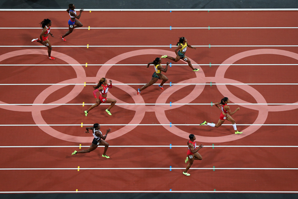 Allyson Felix leads the 200m final at the London 2012 Olympic Games (Getty Images)