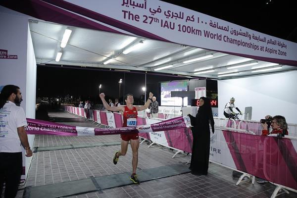 Max King wins at the 2014 IAU 100km World Championships (Aspire)