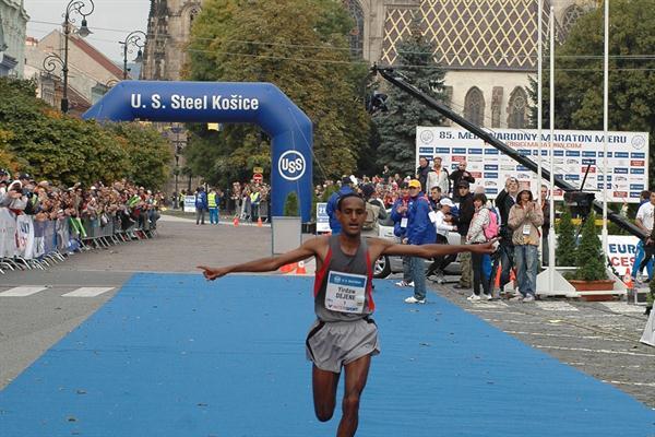 Dejene Yirdawe takes the 2008 Kosice Marathon in 2:10:51 (MMM Kosice)