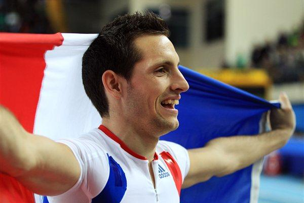 Renaud Lavillenie of France celebrates as he wins gold in the Men's Pole Vault Final during day two - WIC IStanbul (Getty Images)