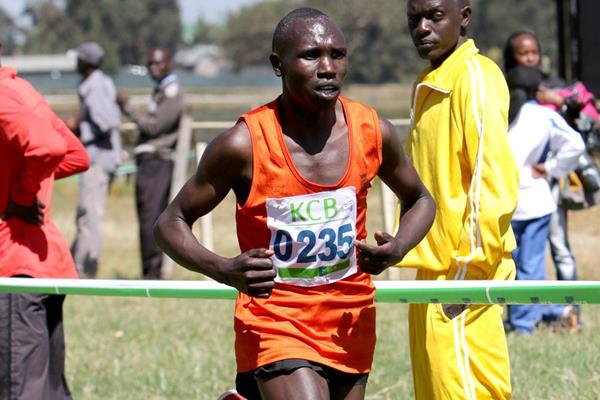 Geoffrey Kamworor on his way to victory at the Kenya Police Cross Country Championships (David Ogeka / Photorun)
