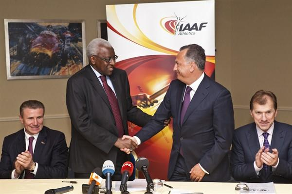 Donetsk to host 2013 IAAF World Youth Championships. Centre: Lamine Diack shakes hands with Borys Kolesnikov, that are flanked Sergey Bubka (l) and Ravil Safiullin (r) (Philippe Fitte)