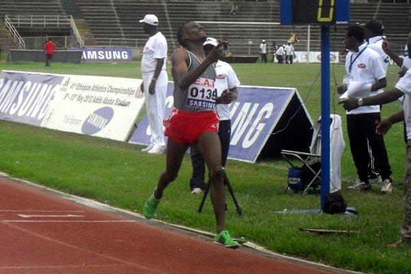 Muktar Endris takes the Ethiopian national 5000m title in Addis Ababa (Bizuayehu Wagaw )