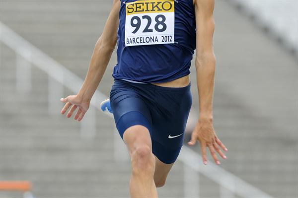 Gunnar Nixon of the USA in action in the men's Decathlon in Barcelona World Juniors (Getty Images)