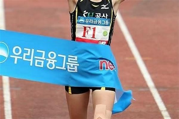 Kim Eun Jung of Korea takes the women's title at the Joongang Seoul Marathon (Joongang Marathon organisers)