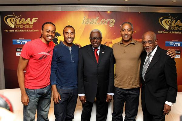 Historical hurdling gathering, from left: Aries Merritt, Colin Jackson, IAAF President Lamine Diack, Renaldo Nehemiah and Harrison Dillard (Giancarlo Colombo)