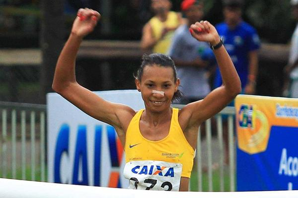 Cruz Nonata da Silva winning at the 2013 Brazilian Cross Country Championships (Wagner Carmo/CBAt)