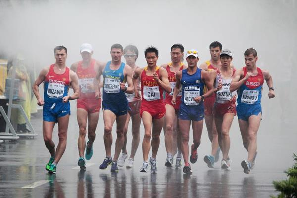 The lead pack in the men's 20km at the 2014 IAAF World Race Walking Cup in Taicang (Getty Images)