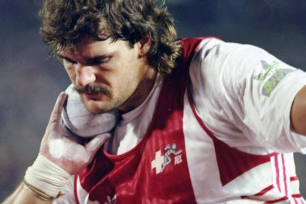 Swiss shot putter Werner Gϋnthӧr  (Getty Images)