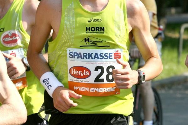 Falk Cierpinski runs the 2007 Vienna Marathon (Victah Sailer)