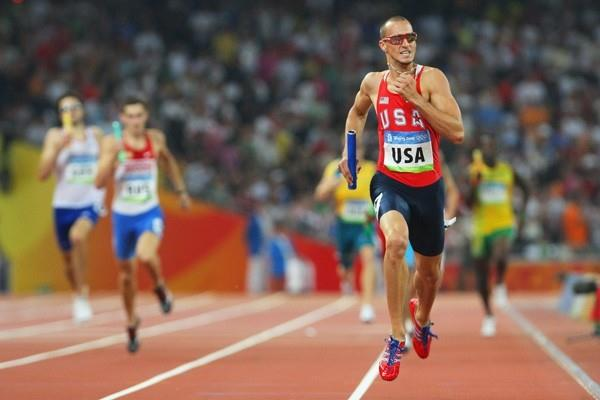 Jeremy Wariner anchors the US team home to gold in the 4x400m relay (Getty Images)
