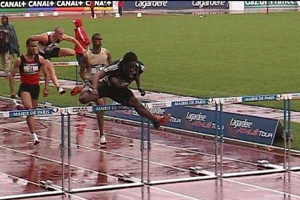 Dayron Robles flies through the wet at the Jean Bouin stadium in Paris (P-J Vazel)