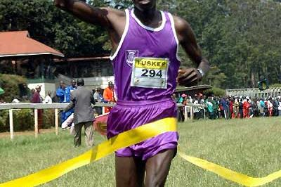 Richard Matelong winning the 2007 Kenyan Police Cross Country title (Omulo Okoth)