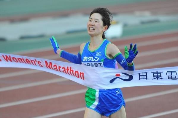 Yukiko Akaba takes the 2011 Osaka Women's Marathon (Agence SHOT)