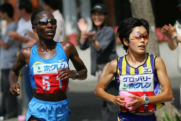 Catherine Ndereba and Mizuki Noguchi in Sapporo (Kazutaka Eguchi - Agence SHOT)