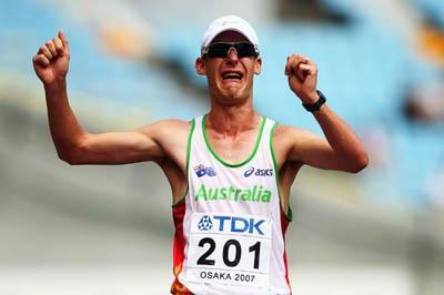 Nathan Deakes of Australia celebrates winning the men's 50km Race Walk in Osaka (Getty Images)