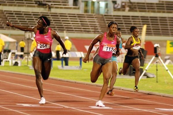 Shelly-Ann Fraser (centre) wins the women's 100m at the 2009 Jamaican Champs (Anthony Foster)