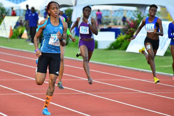 Michelle-Lee Ahye on her way to capturing one of two national sprint titles (Stephen Doobay / Trinidad Express)