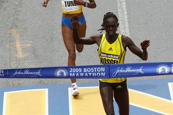 Salina Kosgei edges Dire Tune to win the 113th Boston Marathon (Getty Images)