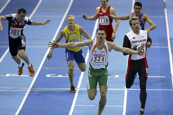 David Gillick breasts the tape in the men's 400m in Birmingham (Getty Images)