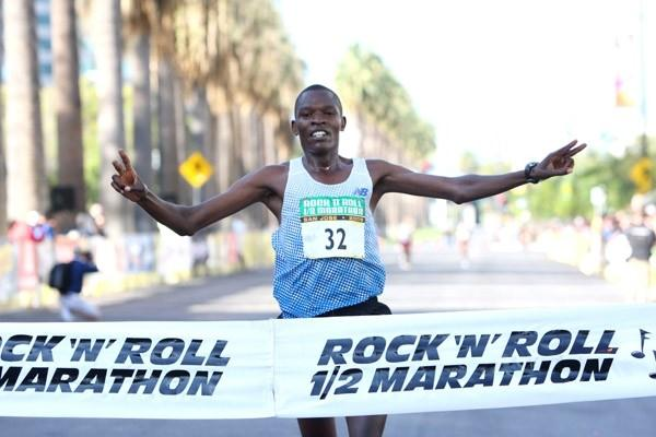 Gilbert Okari of Kenya wins the 2008 Rock 'n' Roll Half Marathon in San Jose (Victah Sailer)
