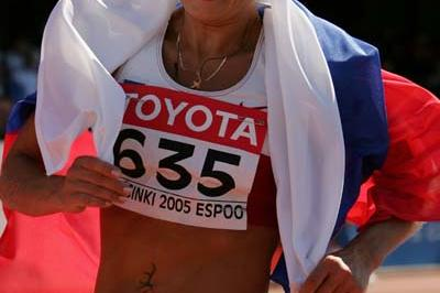 Olimpiada Ivanova walks towards a new World record in the women's 20km race walk (Getty Images)