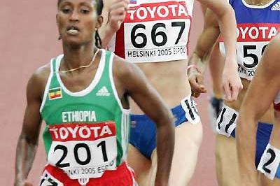 Yelena Soboleva (667) running in the Helsinki World Championships - Bati ETH (201) and Ghezielle FRA (250) (AFP/Getty Images)