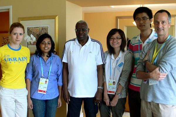 Left to right: Iuliia Vynokurova of Ukraine; Sonali Prasad of India; President Diack; See Kit Tang of Singapore; Ji Ye of China; Alan Abrahamson, Young Reporter trainer, United States (Freelance)