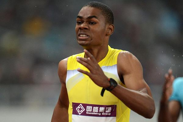 Warren Weir takes the 200m at the Shanghai Diamond League (Jiro Mochizuki)