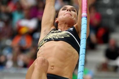 Yelena Isinbaeva below her best during the women's pole vault in the first Golden League of 2009 in Berlin, but still a world leading mark (Getty Images)