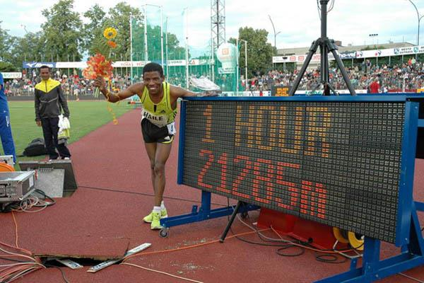 A familiar sight - Haile Gebrselassie next his Hour Run World record board (Golden Spike)