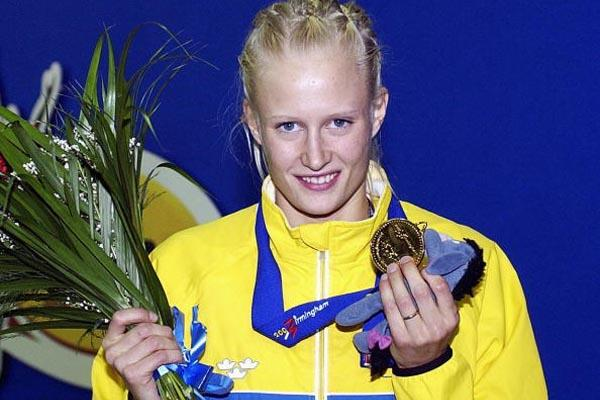 Carolina Kluft (SWE) with her gold medal (Getty Images)