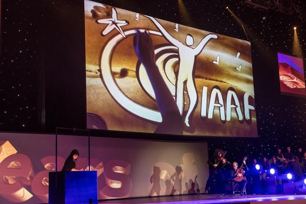 Sand artist Ilana Yahav at the IAAF Centenary Gala in Barcelona (Philippe Fitte)