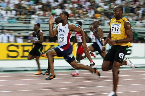 Tyson Gay outclasses Asafa Powell in the final stages of the men's 100m final (Getty Images)