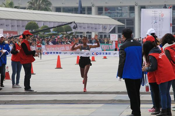 Fatuma Sado wins the women's race at the 2013 Xiamen Marathon (Organisers)