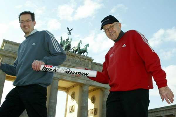 Mark Milde receives the Berlin baton from his father Horst (right) (c)