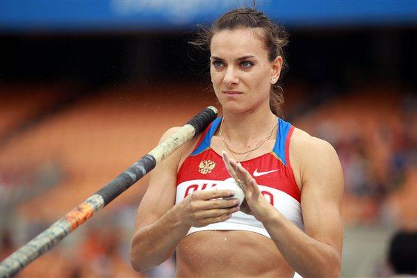 Yelena Isinbayeva of Russia gets ready to compete in Daegu (Getty Images)